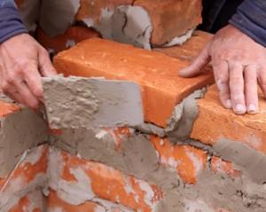 come costruire un muro in mattoni