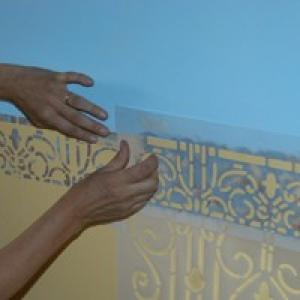 Decorare piastrelle con stencil pareti
